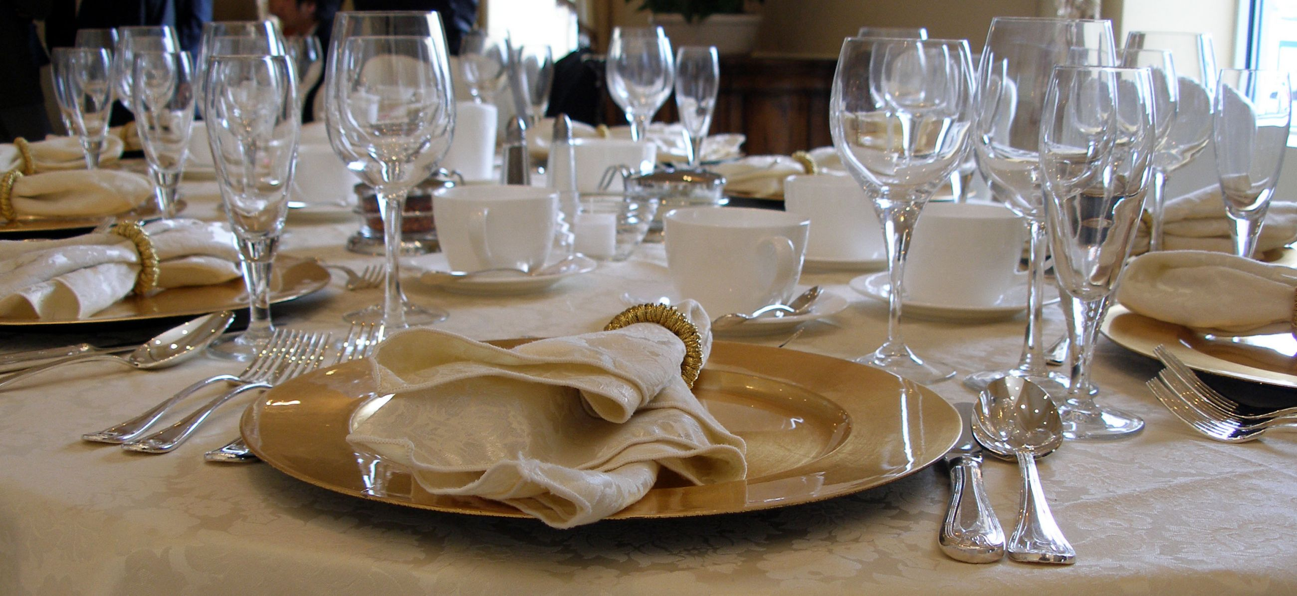 South african investor gala dinner for Fine dining table setting